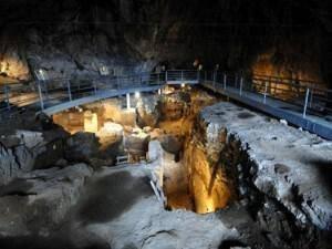 Το σπήλαιο της Θεόπετρας στα Τρίκαλα