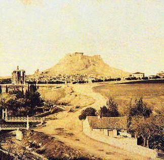 Η παραϊλίσσια περιοχή με το Ολυμπιείο και την Ακρόπολη στο βάθος γύρω στο 1880.