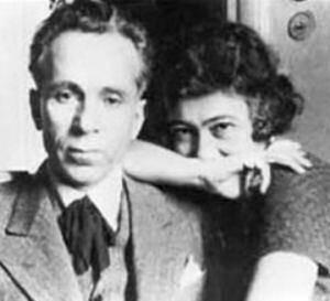 Ο Βάρναλης με τη γυναίκα του από το 1929 Δόρα Μοάτσου