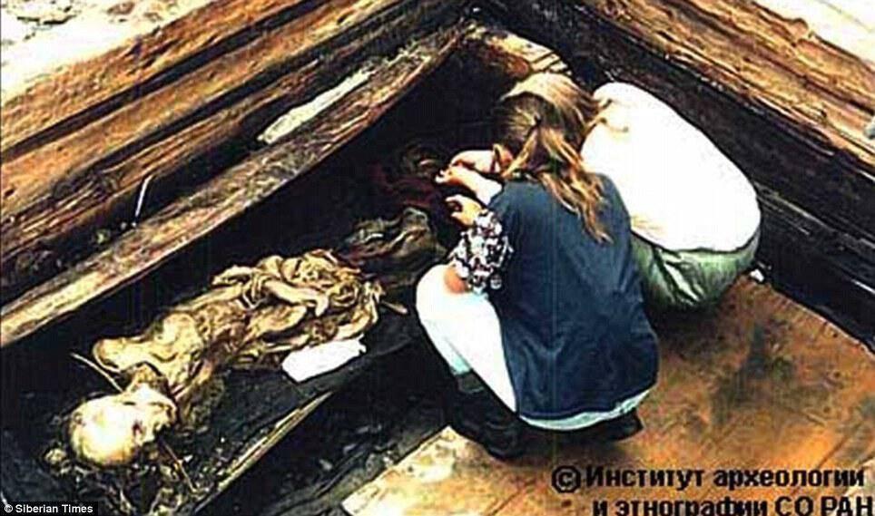 Είναι συγκλονιστικό πως, τα λείψανα διατηρηθήκαν 2.500 χρόνια (ερευνήθηκαν από το Ινστιτούτο Αρχαιολογίας και Εθνογραφίας , Σιβηρίας)