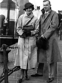 O Γκράχαμ Γκρην με την ξαδέρφη του Μπάρμπαρα Γκρην  η οποία του έσωσε τη ζωή του κατά τη διάρκεια μιας αποστολής στη Σιέρα Λεόνε και τη Λιβερία.