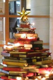 books_christmas_tree