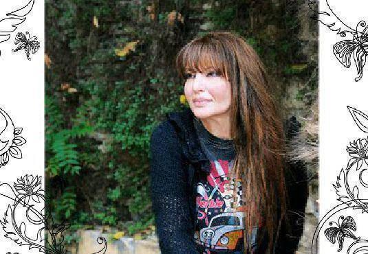 Η συγγραφέας Κατερίνα Καριζώνη