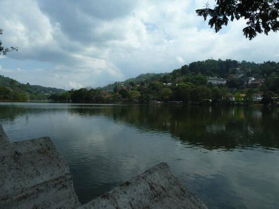Τμήμα της λίμνης της πόλης Κάντυ.